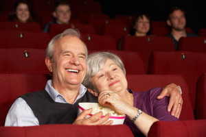 Seniorpar på kino